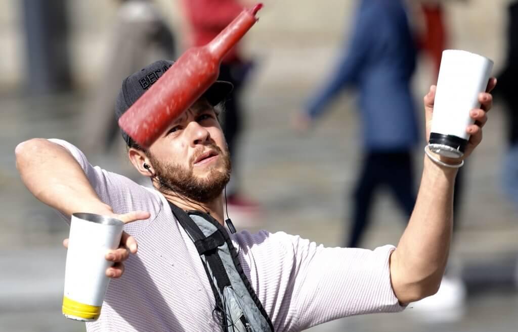 Festiva juggler