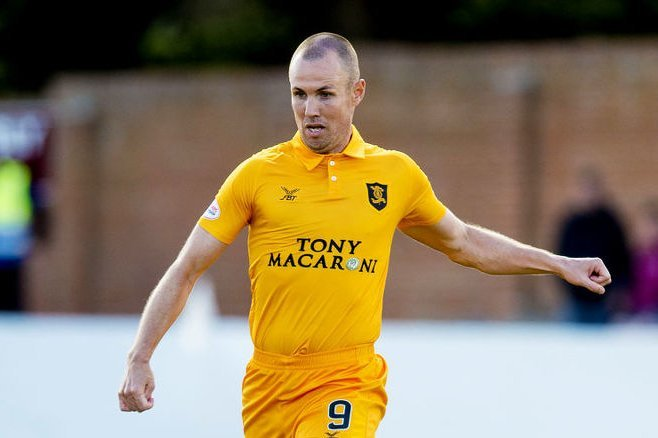Kenny Miller has signed a two-year contract with Dundee