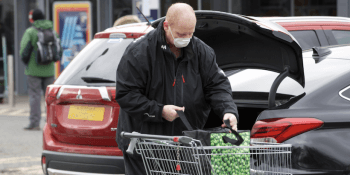 Aldi shopper in mask