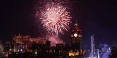 Edinburgh-Hogmanay-fireworks